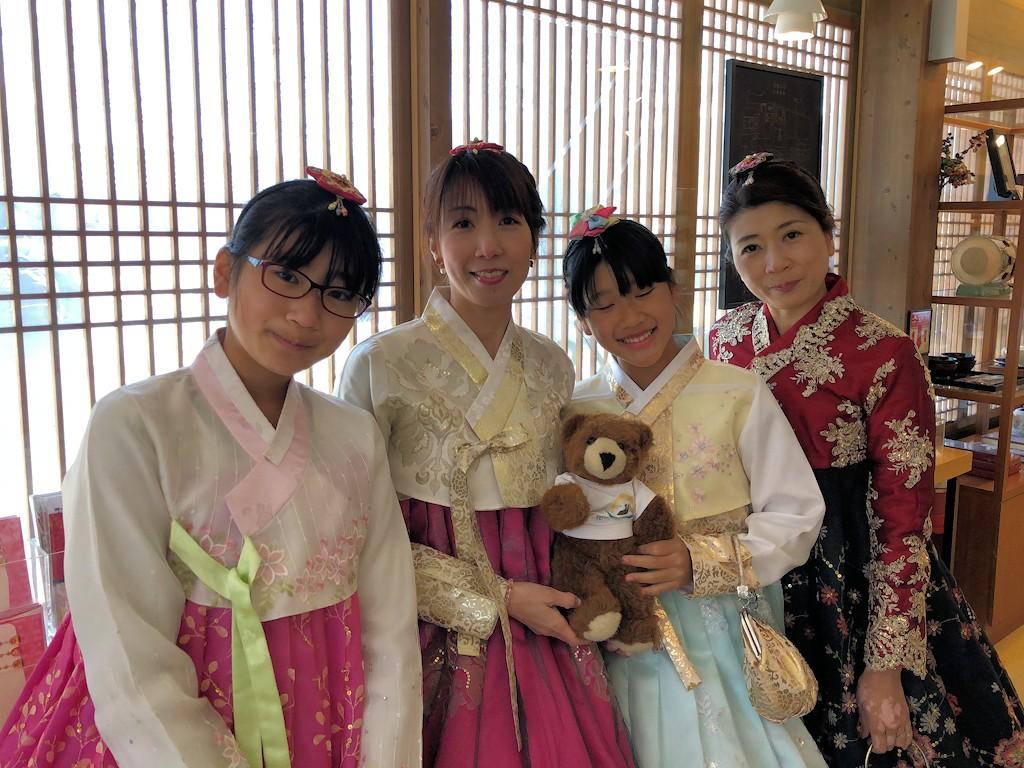 Südkoreanerinnen im Gyeongbokgung-Palast