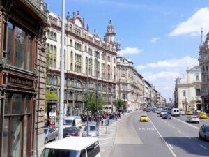 Innenstadt von Budapest mit breiten Straßen