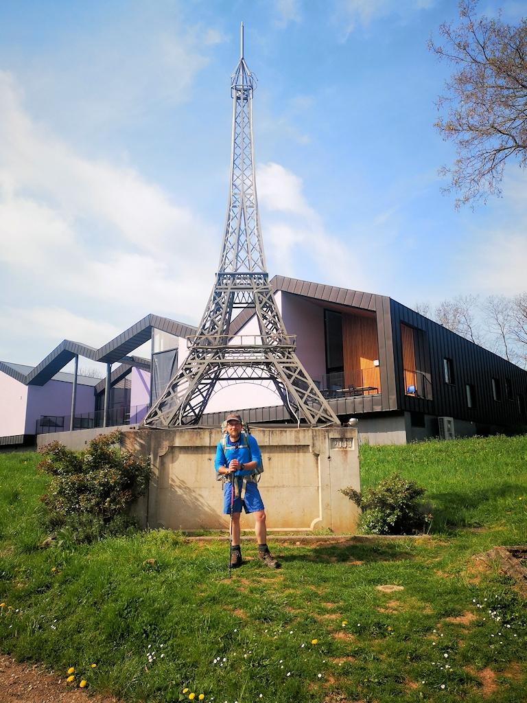 Miniatur-Eiffelturm an der Grenze