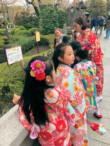 Farbenfrohe Kimonos