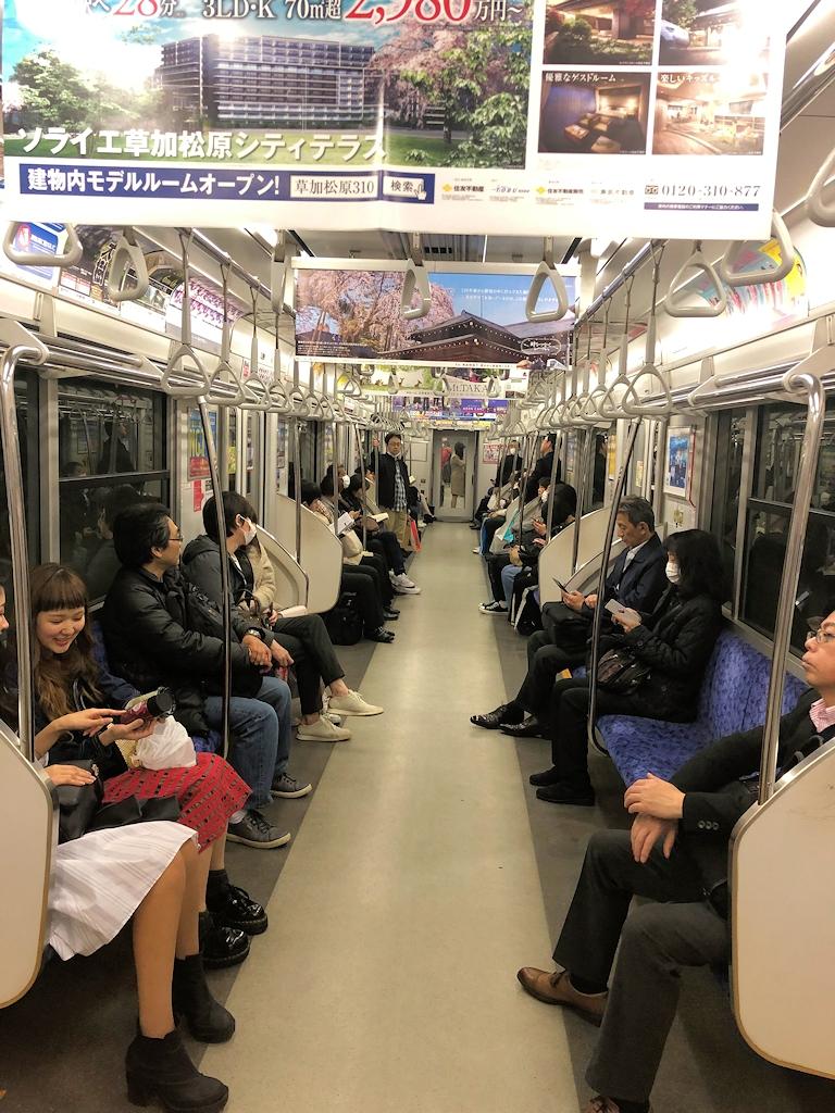 In der U-Bahn von Tokio