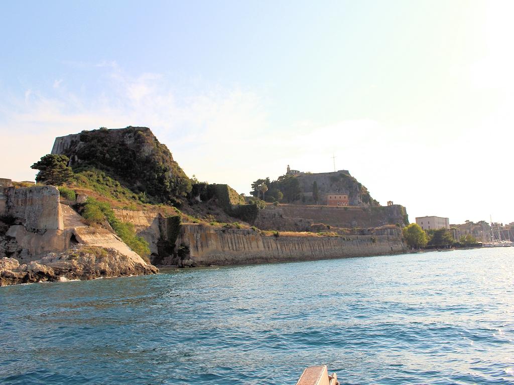 Die Alte Festung von Korfu-Stadt vom Wasser aus gesehen