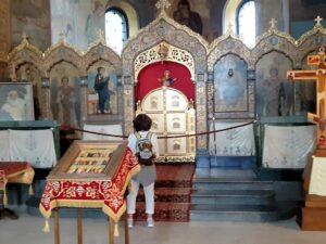 Ulla bewundert die Kirchenpracht in der Nikolai-Kirche