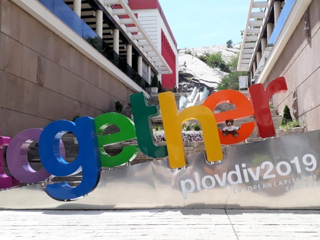 Urlaubär in Plovdiv mit Symbol der Kulturhauptstadt Europas 2019