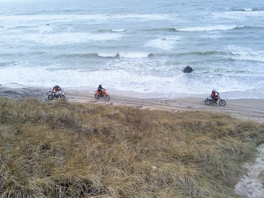Motorräder am Strand bei Hirtshals ...
