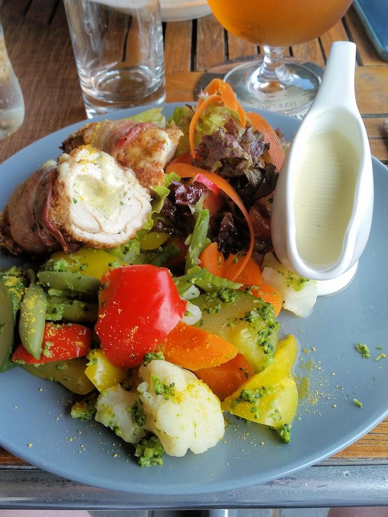 Leckere Geflügelrollen mit Gemüse