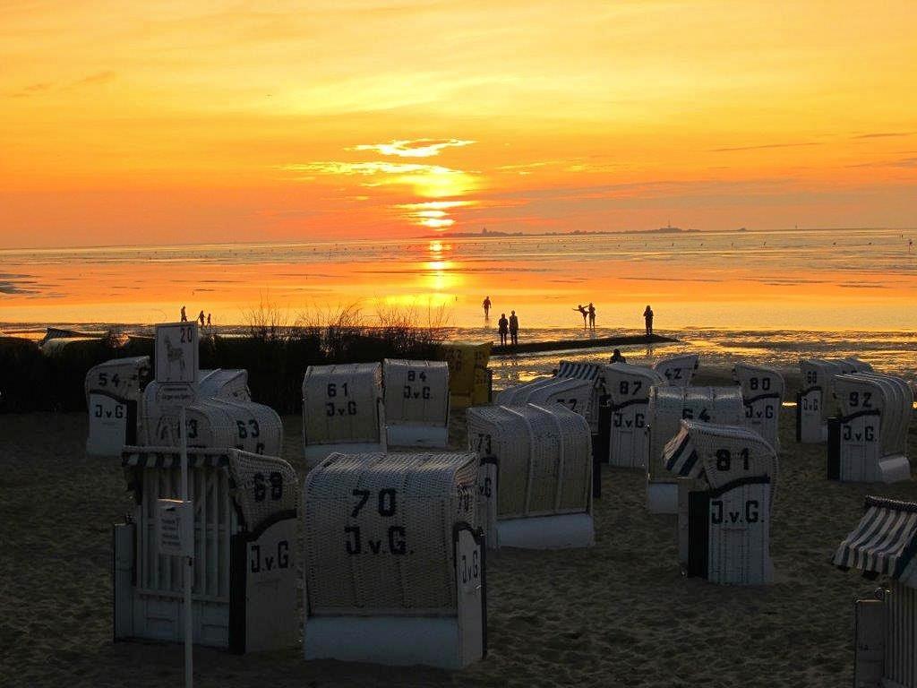 Sonnenuntergang in Duhnen mit Blick auf die Insel Neuwerk
