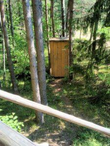 Komposttoilette gleich beim Baumhaus
