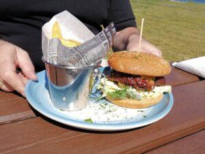Kreativer Burger am Strand
