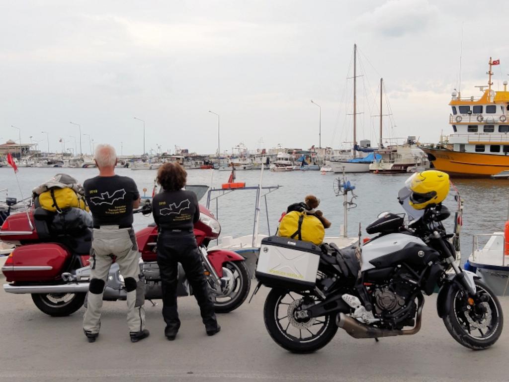 Motorräder am Hafen von Sinop