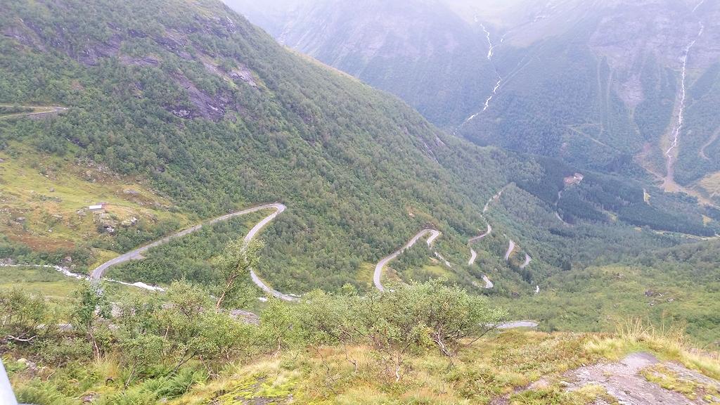 Roadtrip durch Norwegen - Straße auf das Gaularfjellet