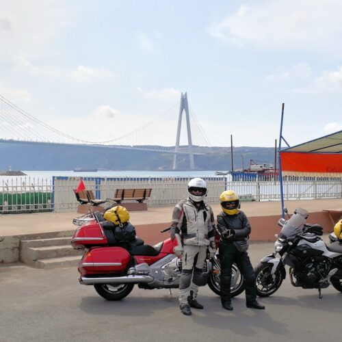 Ulla und Thomas vor der neuen Bosporusbrücke