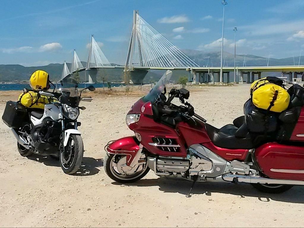 Vor der Brücke von Rio bei Patras