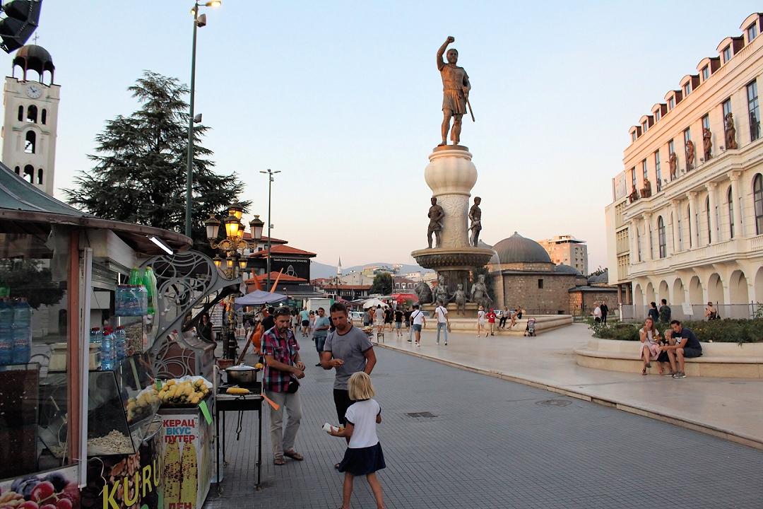 Fahrrad-Weltreise Teil 1 - Skopje: Philip von Makedonien Statue