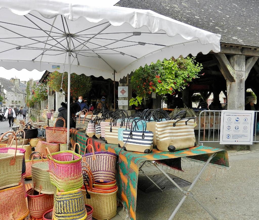 Morbihan - Der Markt von Questembert und seine Coronaregeln