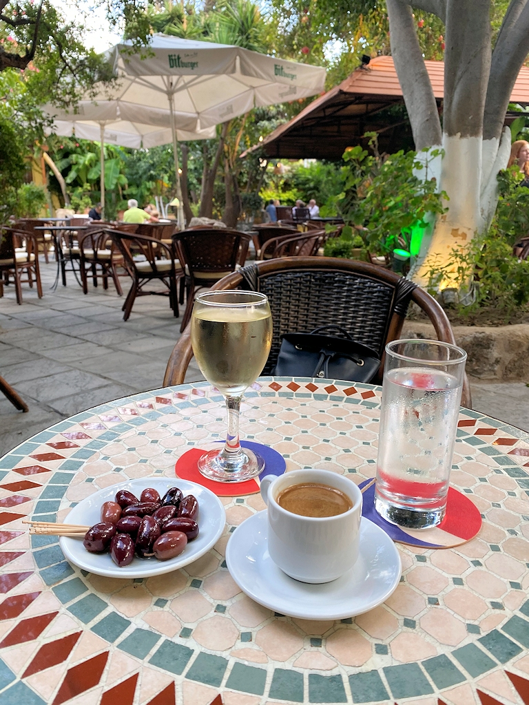 Wein und griechischer Kaffee