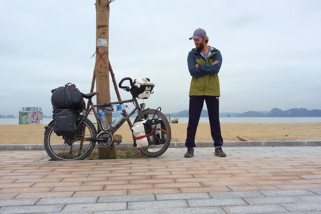 Vietnam - 10.000 Kilometer Meilenstein an der Ha Long Bucht